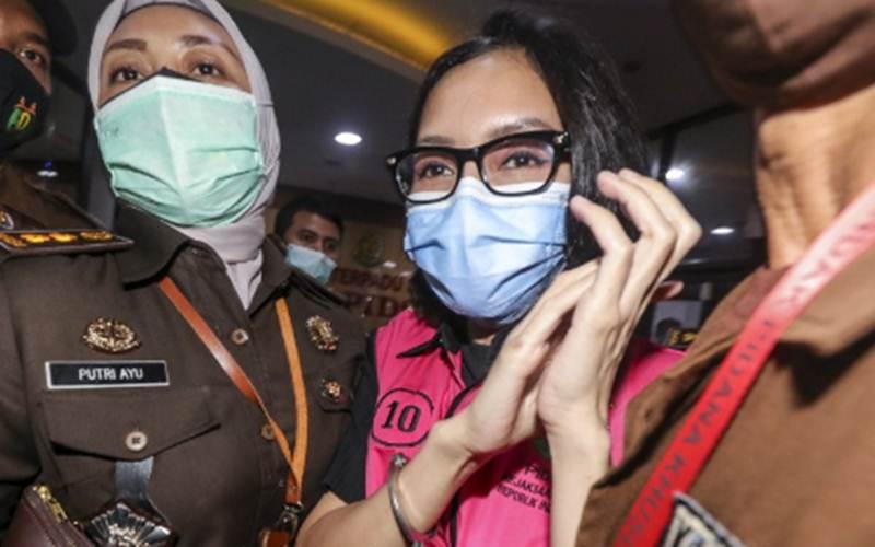 Pinangki Sirna Malasari usai menjalani pemeriksaan di gedung Bundar, Kejaksaan Agung, Jakarta, Rabu (2/9/2020). - Antara/Galih Pradipta