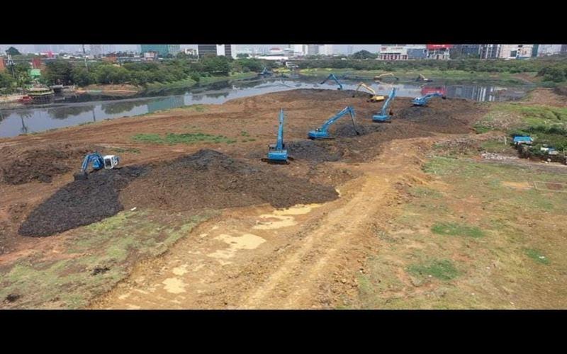 Ilustrasi-Dinas Sumber Daya Air (SDA) DKI Jakarta tengah melakukan pengerukan lumpur  - Istimewa