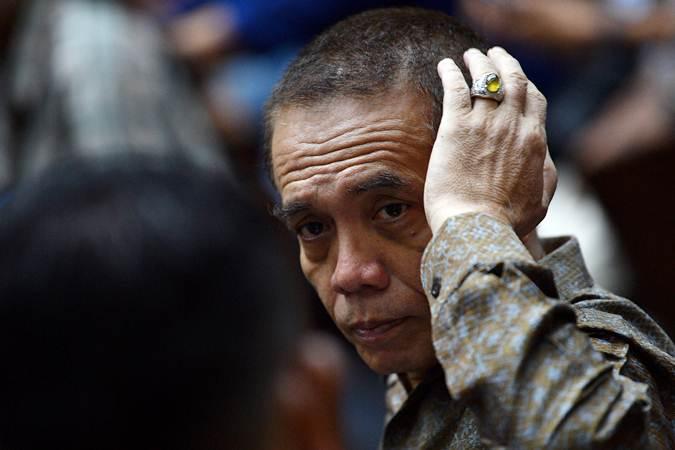 Eks Gubernur Aceh yang diputus bersalah dalam kasus suap Dana Otonomi Khusus Aceh (DOKA) 2018 dan kasus dugaan penerimaan gratifikasi pelaksanaan proyek pembangunan Dermaga Sabang, Irwandi Yusuf di Jakarta, Senin (25/2/2019). - ANTARA/Sigid Kurniawan