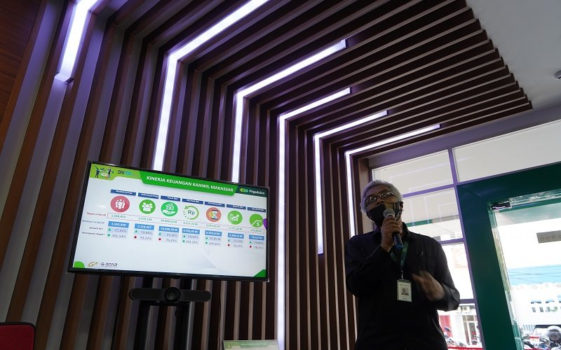 Manajer Bisnis Pegadaian VI Kanwil Makassar Rosyid Hamidi memaparkan kinerja Pegadaian Makassar sepanjang triwulan/2020, Kamis (15/10 - 2020).