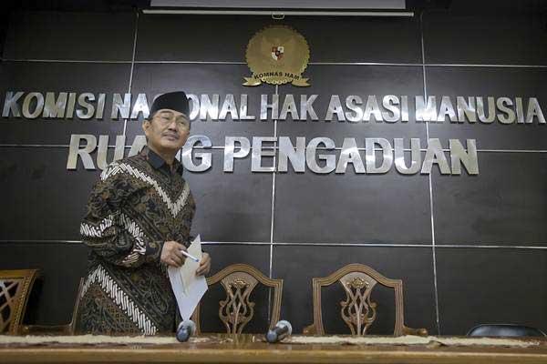 Jimly Asshiddiqie, ketika menjabat Ketua Pansel Calon Anggota Komnas HAM Periode 2017-2022, bersiap memberikan keterangan pers di Gedung Komnas HAM di Jakarta, Selasa (4/7). - ANTARA/Widodo S Jusuf