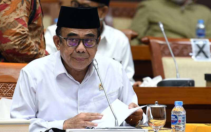 Menteri Agama Fachrul Razi mengikuti rapat kerja dengan Komisi VIII DPR, di Kompleks Parlemen Senayan, Jakarta, Senin (14/9/2020). Rapat kerja tersebut membahas RKA K/L Tahun Anggaran 2021 serta isu-isu terkini termasuk kasus penusukan terhadap pendakwah Syekh Ali Jaber. ANTARA FOTO - Puspa Perwitasari