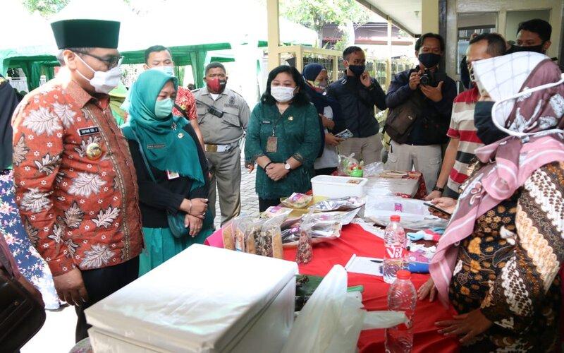 Wakil Wali Kota Malang Sofyan Edi Jarwoko (kiri) pada Peringatan Hari Pangan se-Dunia di Malang, Jumat (16/10/2020). - Istimewa
