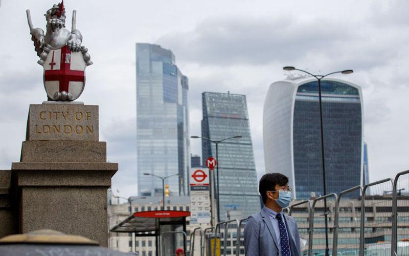 Penampakan Kota London yang sunyi, berlatar belakang perkantoran di area komersial, akibat pandemi Covid-19./Bloomberg - Luke MacGregor
