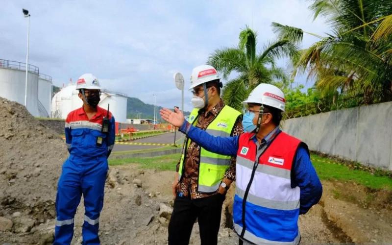 Peninjauan sarana operasional distribusi energi Integrated Terminal (IT) Manggis oleh Direksi Pertamina di Kabupaten Karangasem, Bali.  - Antaranews Bali