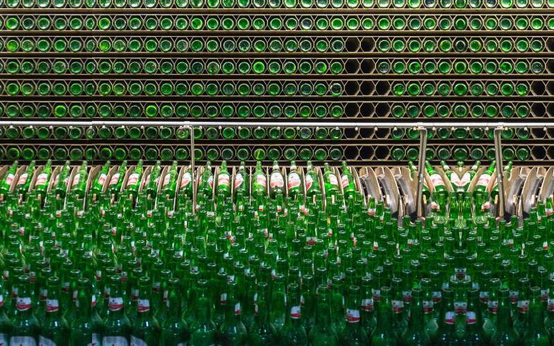 Multi Bintang Indonesia, bagian dari Heineken Company, tumbuh kuat menjadi perusahaan minuman yang terkemuka di Indonesia selama lebih dari 88 tahun.  - Multi Bintang Indonesia