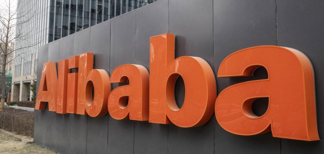 Papan nama Alibaba Group Holdings Ltd. ditampilkan di bagian luar kantor perusahaan di Beijing, China.  Gilles Sabrie - Bloomberg