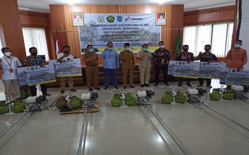 Penyerahan paket konversi BBM ke BBG bagi nelayan di Kabupaten OKI, Sumsel. Istimewa