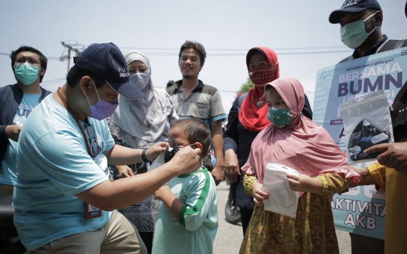 Kegiatan sosialisasi ini dilakukan Pupuk Indonesia sebagai upaya mendukung Program Indonesia Sehat yang diluncurkan Komite Penanganan Covid-19 dan Pemulihan Ekonomi Nasional (KPCPEN) yang diketuai oleh Menteri BUMN, Erick Thohir.  - Pupuk Indonesia
