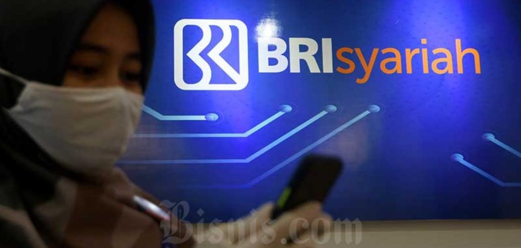 Karyawan beraktivitas di salah satu kantor cabang BRI Syariah di Jakarta, Rabu (29/7/2020). - Bisnis/Abdurachman