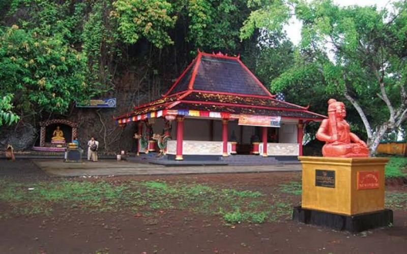 Wisata Religi di Gunung Selok