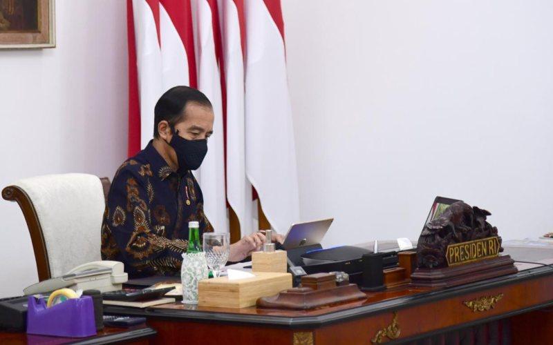 Presiden Joko Widodo memimpin rapat terbatas laporan Komite Penanganan Covid-19 dan Pemulihan Ekonomi Nasional secara virtual, Senin (12/10/2020) - Biro Pers Sekretariat Presiden - Muchlis Jr