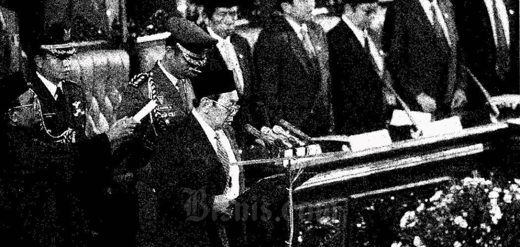 Abdurrahman Wahid diambil sumpah sebagai presiden dalam Sidang Istimewa MPR pada 20 Oktober 1999. - Dok Bisnis Indonesia