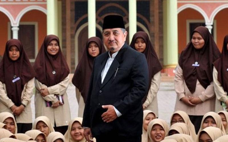 Dr. K.H. Abdullah Syukri Zarkasyi MA - Gontor.ac.id