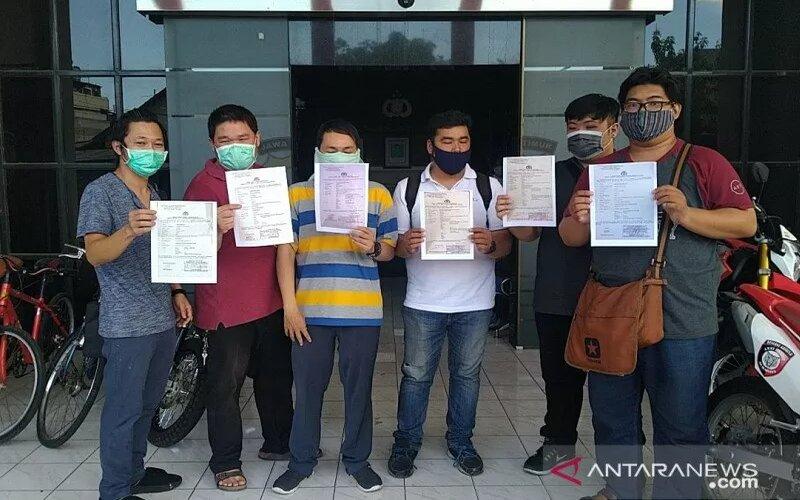 Korban investasi melapor ke Polrestabes Surabaya. - Antara