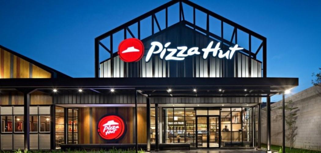 Restoran Pizza Hut. PT Sarimelati Kencana Tbk. merupakan pemegang lisensi warabalab Pizza Hut di Indonesia. Pada 2018, jaringan restoran maupun gerai Pizza Hut yang dikelola mencapai 378 titik di seluruh Indonesia - sarimelatikencana.co.id