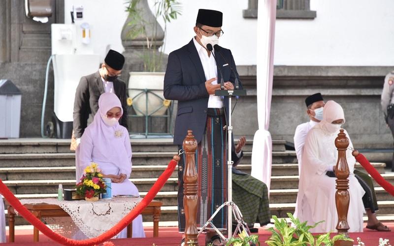 Ridwan Kamil menjadi pembina upacara Hari Santri Tahun 2020 tingkat Provinsi Jabar
