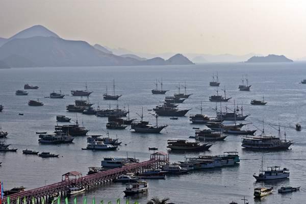 Sejumlah kapal siap bersandar di Pelabuhan Labuan Bajo, Manggarai Barat, Nusa Tenggara Timur. - Antara/Indrianto Eko Suwarso