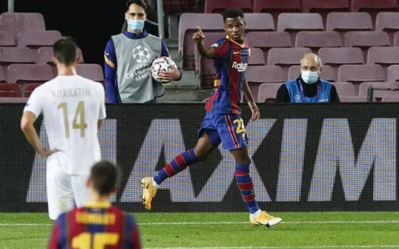 Ujung tombak FC Barcelona Ansu Fati setelah menjebol gawang Ferencfaros./Antara - Reuters