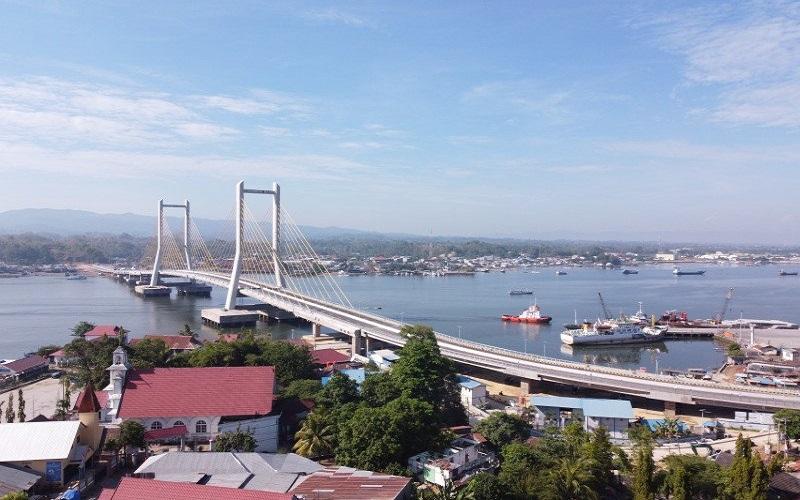Foto udara Jembatan Teluk Kendari yang telah tuntas pembangunannya di Kendari, Sulawesi Tenggara, Rabu (21/10/2020) - ANTARA FOTO