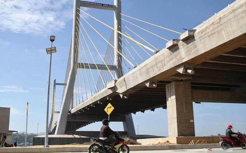 Jembatan Teluk Kendari - Antara