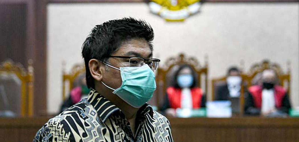 Terdakwa Komisaris Utama PT Trada Alam Minera Tbk (TRAM) Heru Hidayat berjalan saat mengikuti sidang lanjutan kasus korupsi pengelolaan keuangan dan dana investasi PT Asuransi Jiwasraya di Pengadilan Tipikor, Jakarta, Senin (7/9 - 2020). ANTARA FOTO / M Risyal Hidayat