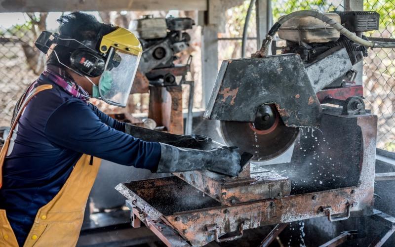 Aktivitas pekerja PT Sumbawa Timur Mining. - Istimewa/Sumbawa Timur Minig