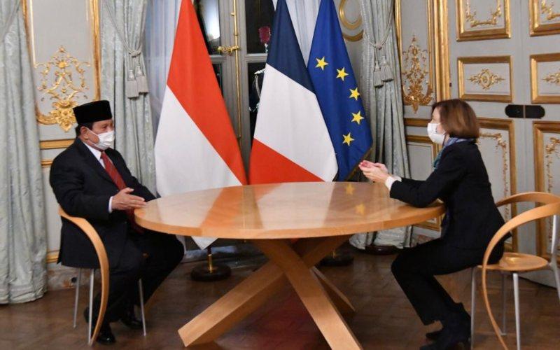 Menteri Pertahanan Prabowo Subianto bertemu dengan Menteri Pertahanan Prancis Florence Parly, di Kantor Kementerian Pertahanan Prancis di Paris, Rabu (21/10)  -  KBRI Paris