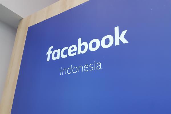Logo Facebook di kantor Facebook Indonesia - Bisnis/Dhiany Nadya Utami