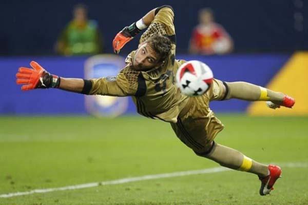 Penjaga gawang AC Milan Gianluigi Donnarumma/Reuters - Eric Miller