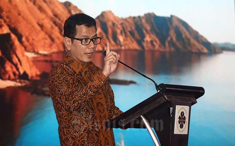 Menteri Pariwisata dan Ekonomi Kreatif Wishnutama Kusubandio memberikan pemaparan saat menghadiri musyawarah nasional PHRI XVII di Karawang, Jawa Barat, Senin (10/2 - 2020). Bisnis