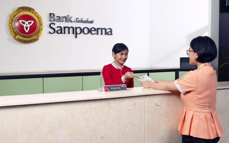Nasabah bertransaksi di kantor cabang Bank Sahabat Sampoerna - Istimewa