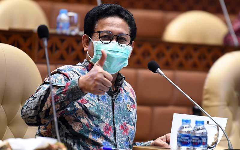 Menteri Desa, Pembangunan Daerah Tertinggal, dan Transmigrasi (PDTT) Abdul Halim Iskandar mengikuti rapat kerja dengan Komisi V DPR di Kompleks Parlemen Senayan, Jakarta, Kamis (24/9/2020). ANTARA FOTO - Puspa Perwitasari