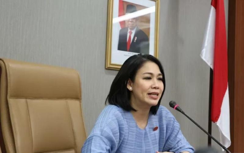 Staf Khusus Presiden Bidang Hukum, Dini Purwono dalam diskusi terkait rancangan Omnibus Law Cipta Kerja di gedung Sekretariat Kabinet, Jakarta, Jumat (21/10/2020). - Antara