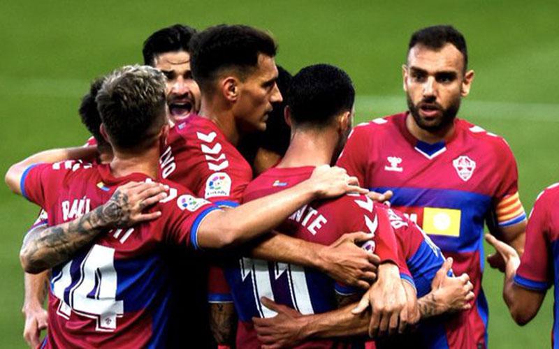 Para pemain Elche merayakan gol ke gawang valencia. - Twitter@elchecf