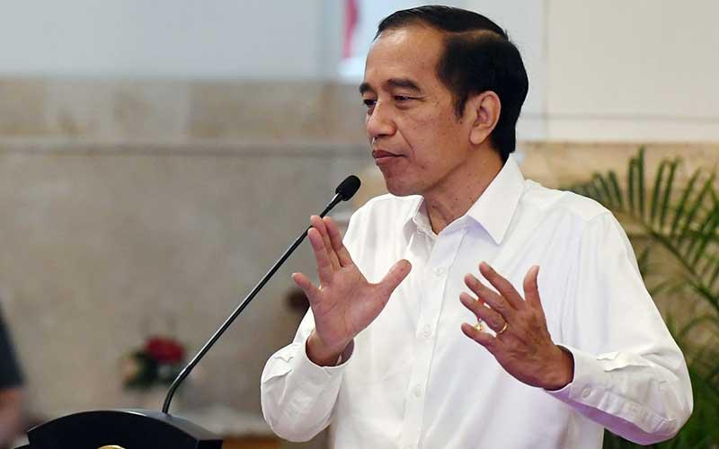 Presiden Joko Widodo memberikan  sambutan saat acara penyaluran dana bergulir untuk koperasi di Istana Negara, Jakarta, Kamis (23/7/2020). Pemerintah melalui Lembaga Pengelola Dana Bergulir Koperasi Usaha Mikro Kecil dan Menengah (LPDB-KUMKM) menyiapkan dana bergulir sebesar Rp 1 triliun untuk disalurkan kepada koperasi dalam rangka pemulihan ekonomi nasional yang terdampak COVID-19. ANTARA FOTO/Hafidz Mubarak A - Poo