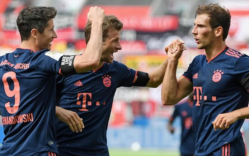 Tiga pemain andalan Bayern Munchen (dari kiri ke kanan) Robert Lewandowski, Thomas Muller, dan Leon Goretzka. - Bundesliga.com