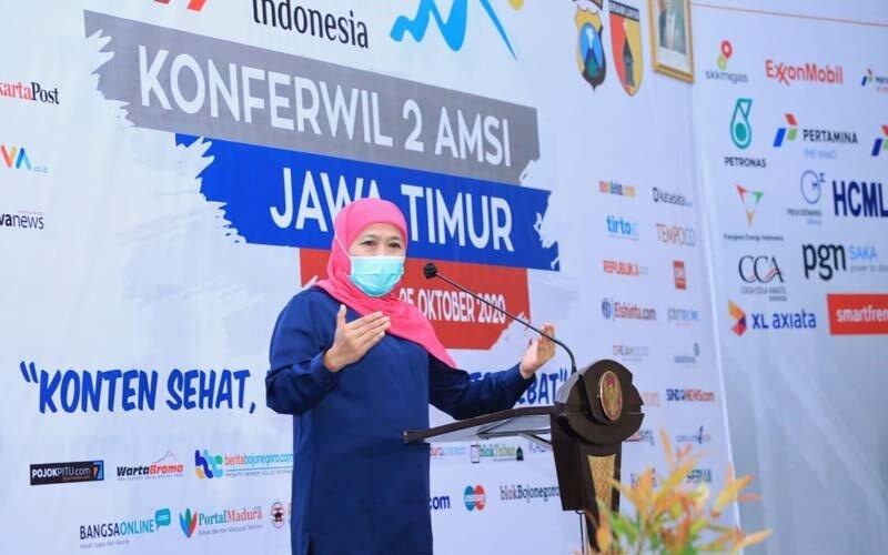 Gubernur Jawa Timur Khofifah Indar Parawansa membuka gelaran Konferwil atau Konferensi Wilayah Kedua AMSI (Asosiasi Media Siber Indonesia) Jatim di Hotel Ciptaningati Kota Batu pada Sabtu (24/10/2020) pagi. - Ist