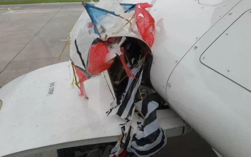Layang-layang ditemukan tersangkut di roda Pesawat Citilink yang mendarat di Bandara Adisutjipto Yogyakarta pada Jumat (23/10/2020).  - ANTARA/Bandara Adisutjipto