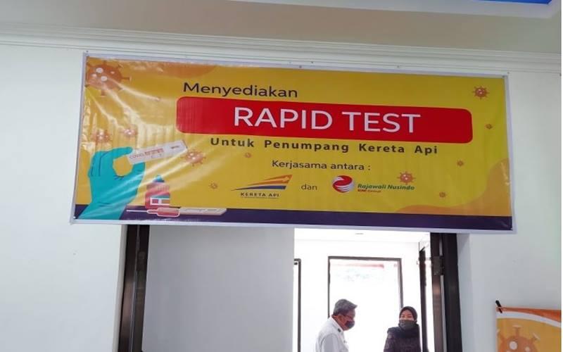 Layanan rapid test di Stasiun Madiun untuk memberikan kemudahan pelanggan yang akan menggunakan kereta api pada masa adaptasi kebiasaan baru. - Antara