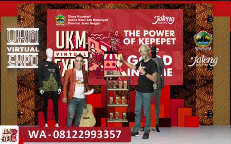 Gubernur Jawa Tengah Ganjar Pranowo memandu acara live-shopping yang digelar secara virtual dalam rangkaian acara pembukaan UKM Virtual Expo, Minggu (25/10 - 2020).