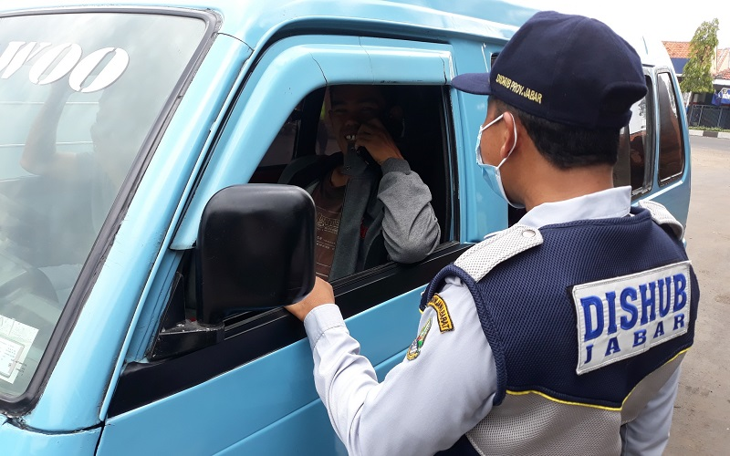 Operasi yustisi protokol kesehatan Covid-19 di Cirebon - Bisnis/Hakim Baihaqi
