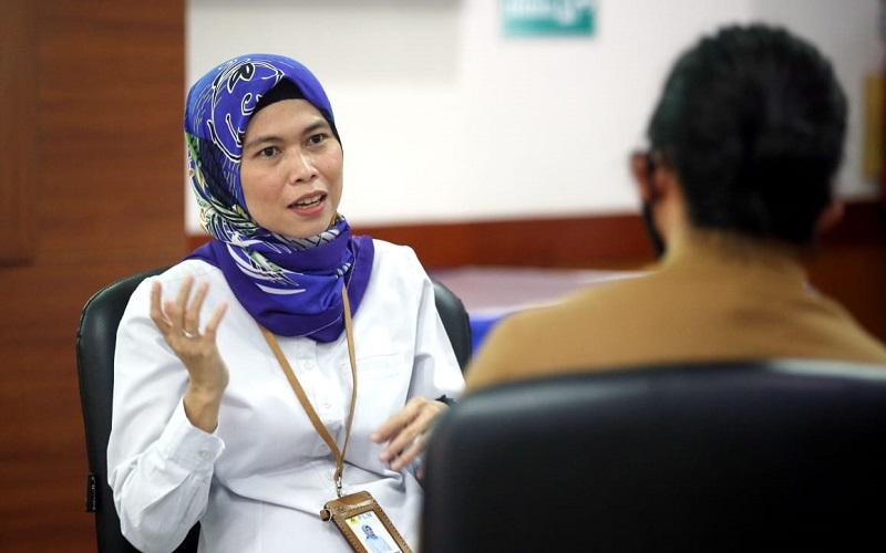 Manajer PLN UP3 Purwakarta, Rahmi Handayani saat berbincang bersama tim Jelajah Segitiga Rebana III di kantornya hari ini - Bisnis/Rachman