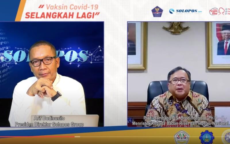 Bambang Brodjonegoro (kanan), Menteri Riset dan Teknologi/Kepala Badan Riset dan Inovasi Nasional (BRIN), memberikan penjelasan terkait kebijakan pemerintah dalam Talkshow bertajuk