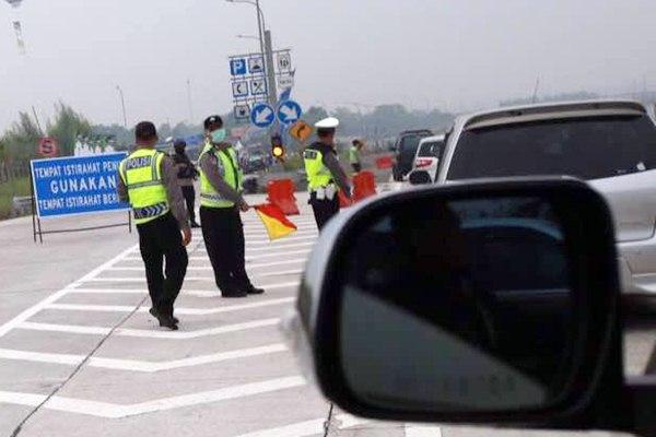 Ilustrasi penutupan rest area di jalan tol./Bisnis - Abdullah Azzam