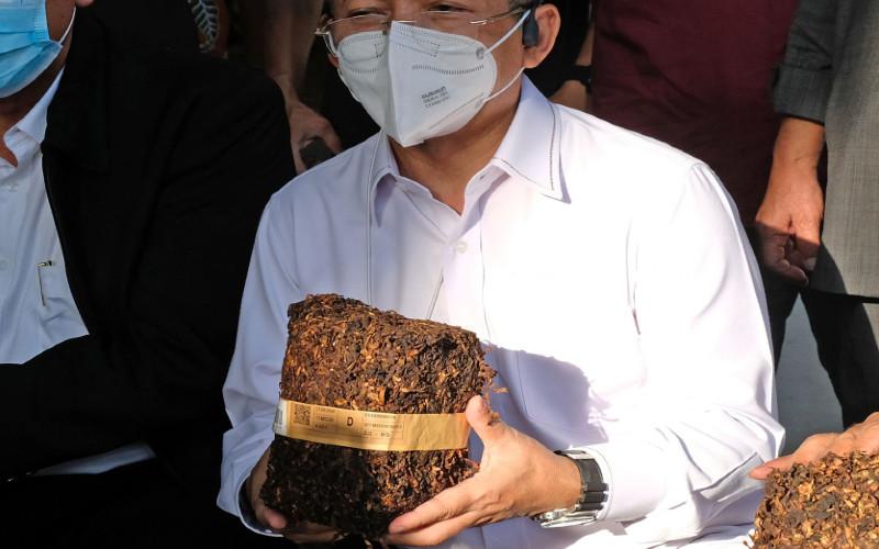 Tembakau Iris. Gabungan Perserikatan Pabrik Rokok Indonesia (GAPPRI) meramalkan volume produksi industri rokok sepanjang 2020 akan anjlok sekitar 30-40 persen secara tahunan. Artinya, produksi rokok pada tahun ini akan turun menjadi sekitar 232 miliar batang.  - ANTARA