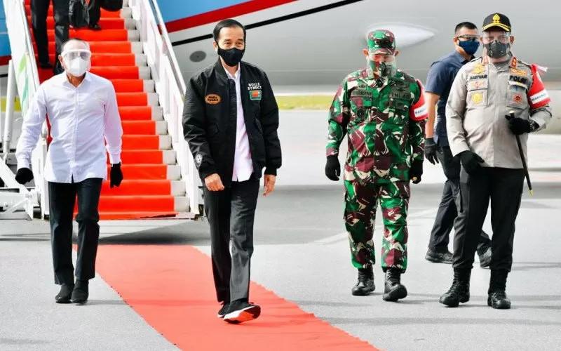 Presiden Joko Widodo bertolak menuju Provinsi Sumatera Utara dalam rangka kunjungan kerja pada Selasa (27/10/2020). Presiden akan meninjau proses pembangunan kawasan lumbung pangan (food estate) dan menyerahkan sertifikat hak atas tanah di Sumatera Utara.  - Biro Pers Sekretariat Presiden