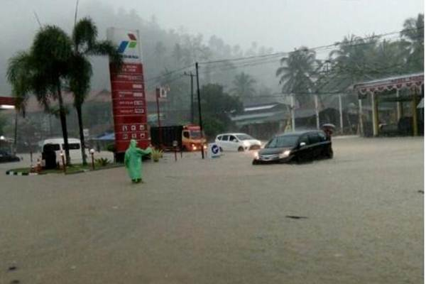 Banjir Pangandaran_pandangan_2_Twitter_Sutopo_BNPB.jpg