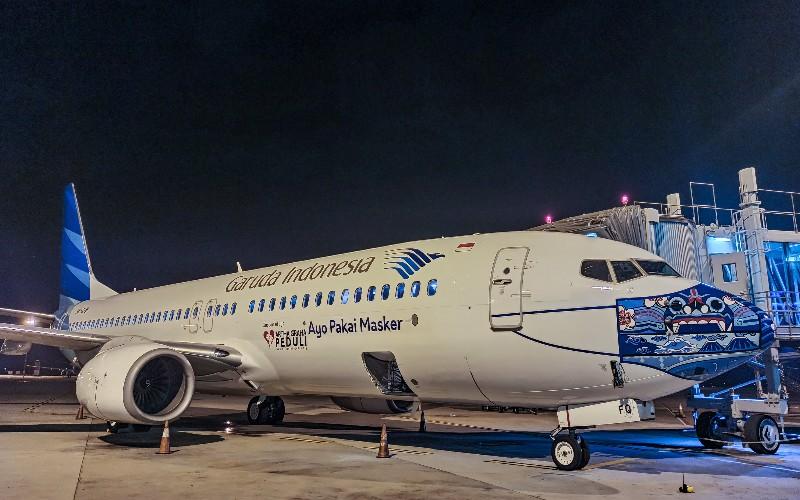 Pesawat Garuda bermasker. - Isitimewa