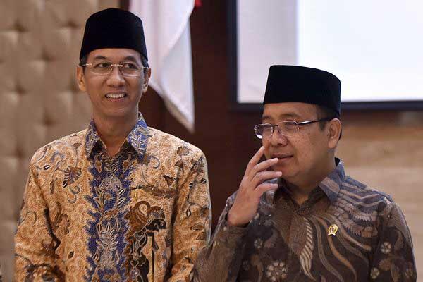 Mensesneg Pratikno (kanan) berbincang dengan Kepala Sekretariat Presiden (Kasetpres) Heru Budi Hartono seusai pelantikan di Gedung Setneg, Jakarta, Kamis (20/7). - ANTARA/Wahyu Putro A